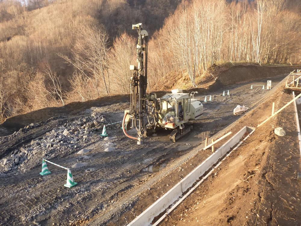 沙流川総合開発事業の内平取ダム堤体工事用道路工事