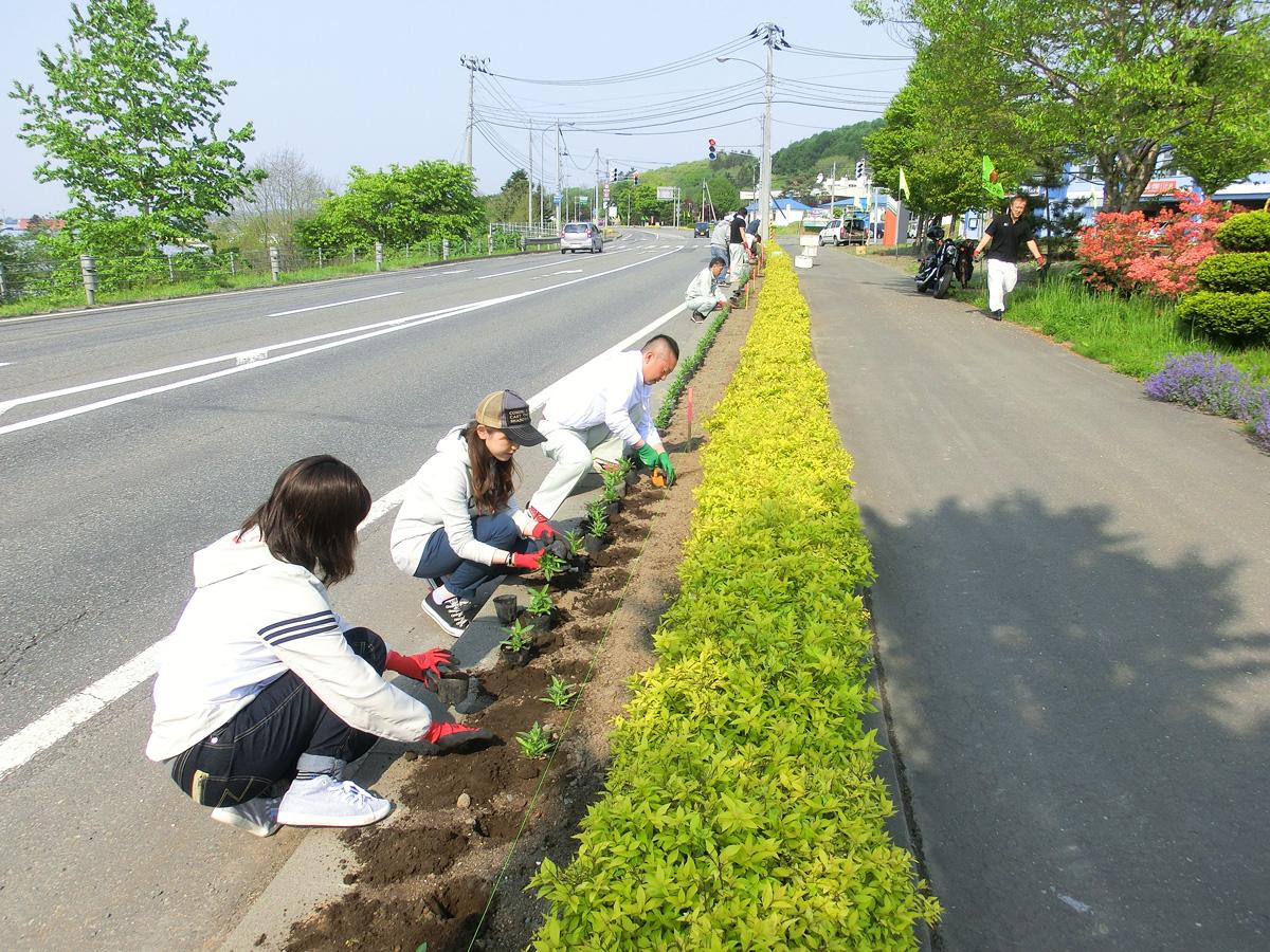 「義経街道花の応援団」による植栽事業への参加