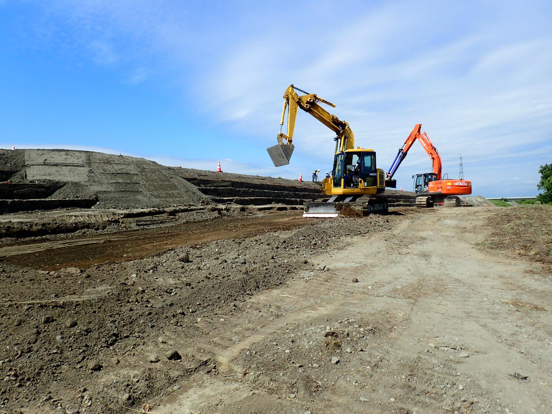 沙流川改修工事の内富川築堤外工事