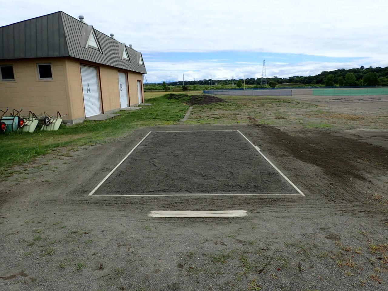 富川小学校 走り幅跳び用砂場の環境整備